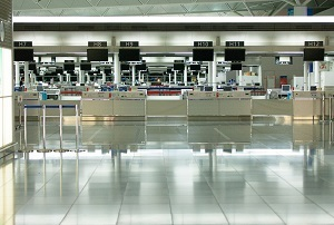 ブログ記事画像_空港のチェックインカウンター