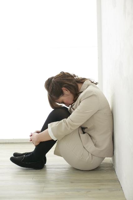 ブログ記事画像_落胆する女性