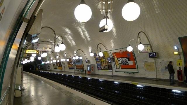 地下鉄ホーム