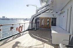 ブログ記事画像_クルーズ船のデッキ