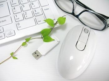 ブログ記事トップ画像_キーボードとマウス