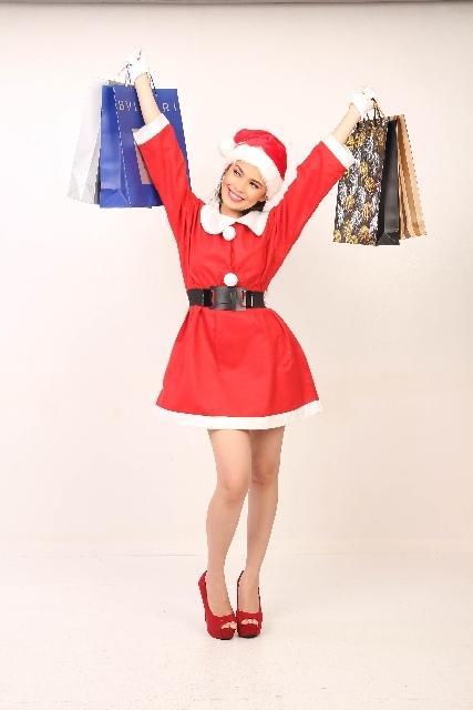 ブログ記事画像_サンタコスプレの女性とプレゼント