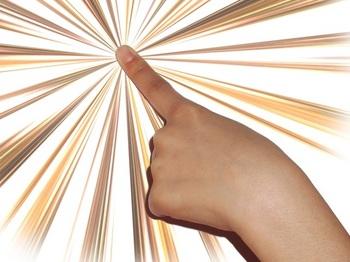 ブログ記事画像_ボタンを押す指