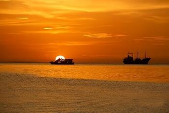 ブログ記事画像_夕日と船
