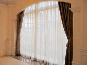 ブログ記事画像_窓のカーテン.jpg