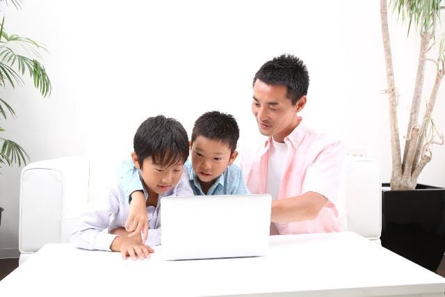 ブログ記事画像_親子でパソコン