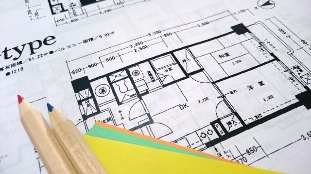 マンション図面と鉛筆