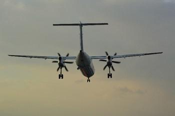 ブログ記事画像_プロペラ機の着陸