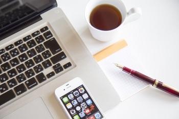 ブログ記事トップ画像_スマホとパソコン